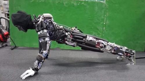 """依托多孔蜂窝骨骼结构 出汗机器人""""遇水降温"""""""