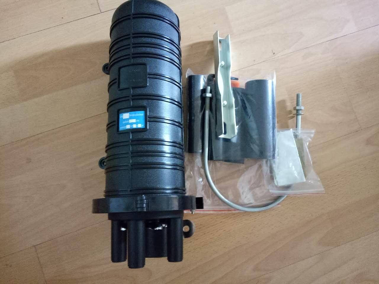4,光纤接头保护:把热缩后的保护套管放在收容盘里的纤芯固定夹上也