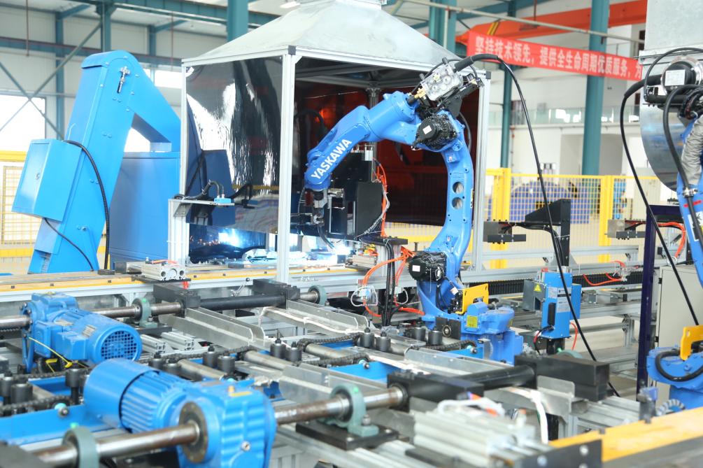 国内首条预埋槽道全自动机器人焊接生产线